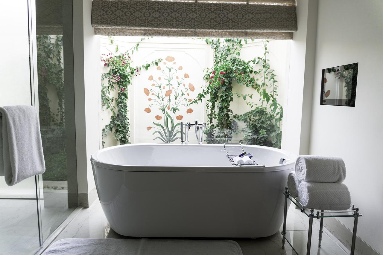 Pourquoi contacter un plombier pour la pose d'une baignoire ?